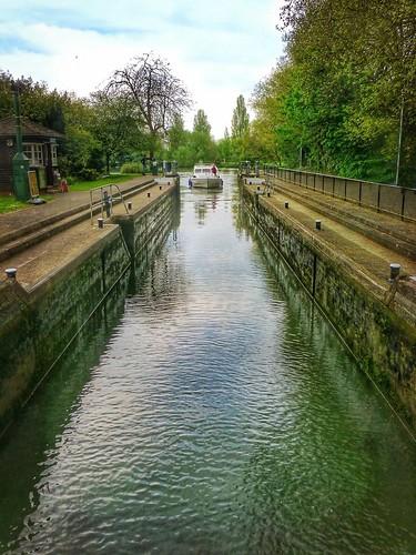 water thames river landscape boat lock caversham