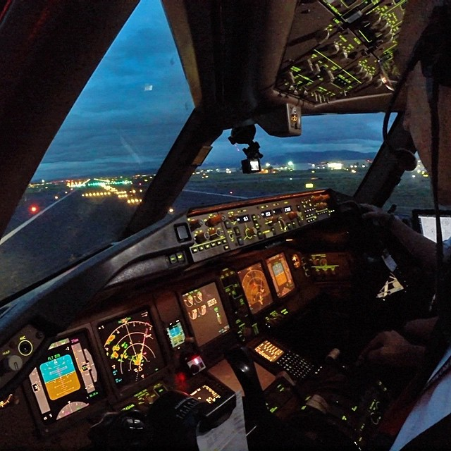 Just Posted 8min Video AeroMexico 777 200ER Lining Up For Takeoff At Mexico City