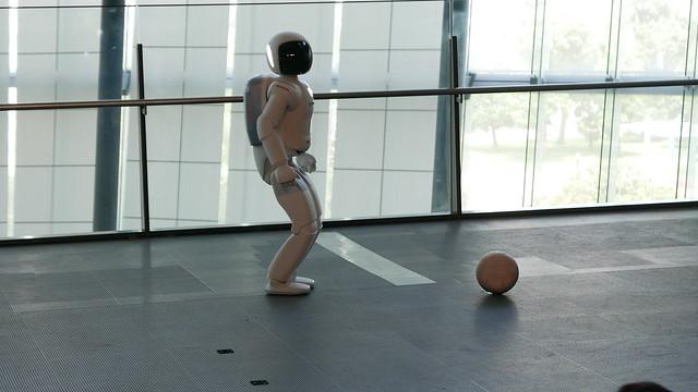 ASIMO kick