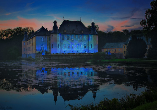 castle illumina germany schlossdyck blue sunset reflections bluehour water dipphotos schloss lightshow colored nightshot
