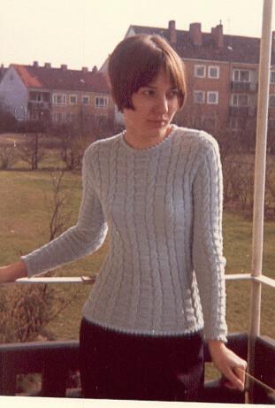 mit meinem neuen Pullover auf unserm Balkon in Hannover-Bothfeld