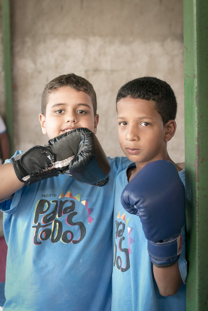 Two kids posing with boxing gloves