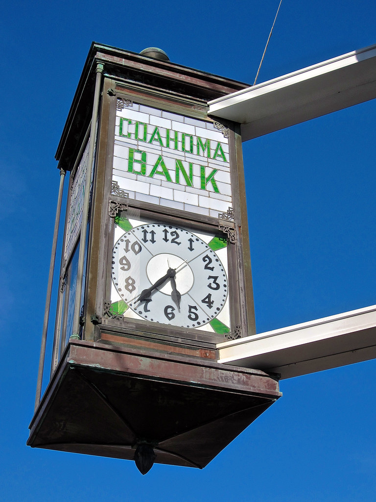Coahoma Bank Clarksdale Ms Street Clock And Sign For The Flickr