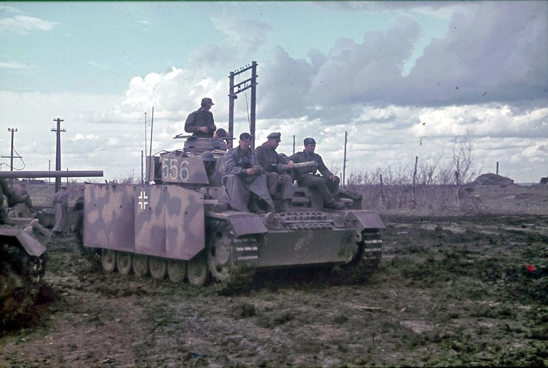 Panzerkampfwagen III Ausf.J #556 with the crew
