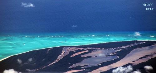 beach island flight aerialview lagoon aerial geology unitedairlines windowseat thebahamas zeesstof acklinscay geologyfromtheair ancientbeaches houstontopuertorico carbonateshoals