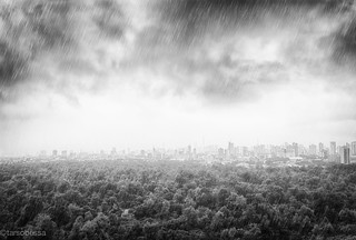 Chove na Cidade do Pecado   by tarsobessa