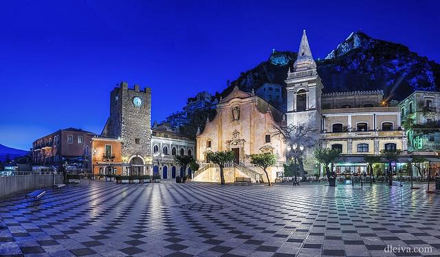 Piazza IX Aprile at night (Taormina, Sicily)
