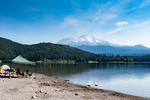 Siskiyou Lake with a great view of Mt Shasta