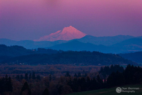 alpenglow mtjefferson oregon pnw sunset unitedstates trees winter mountains willamettevalley pacificnorthwest snow