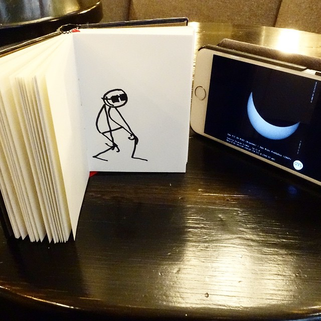 Watching the #eclipse... Carefully  #Elyxyak #Paris #goodMorning #Happinessday