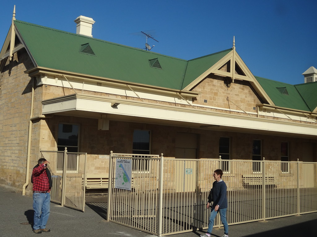 Murray Bridge station and railway refreshment rooms. Dates from 1887 but extended several times.