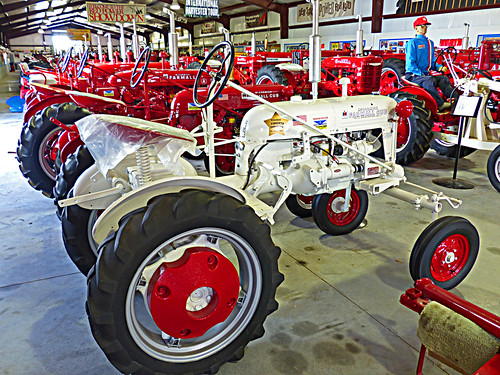 white florida americanflag leesburg tractors farmall lakecounty mccormick farmmachinery effortless internationalharvester farmallcub tractormuseum internationalhalloffame tractorbarn 615whitneyroad stewsstuffllc buffalonickelranch stewsstuff ihdealer internationalharvesterdealer