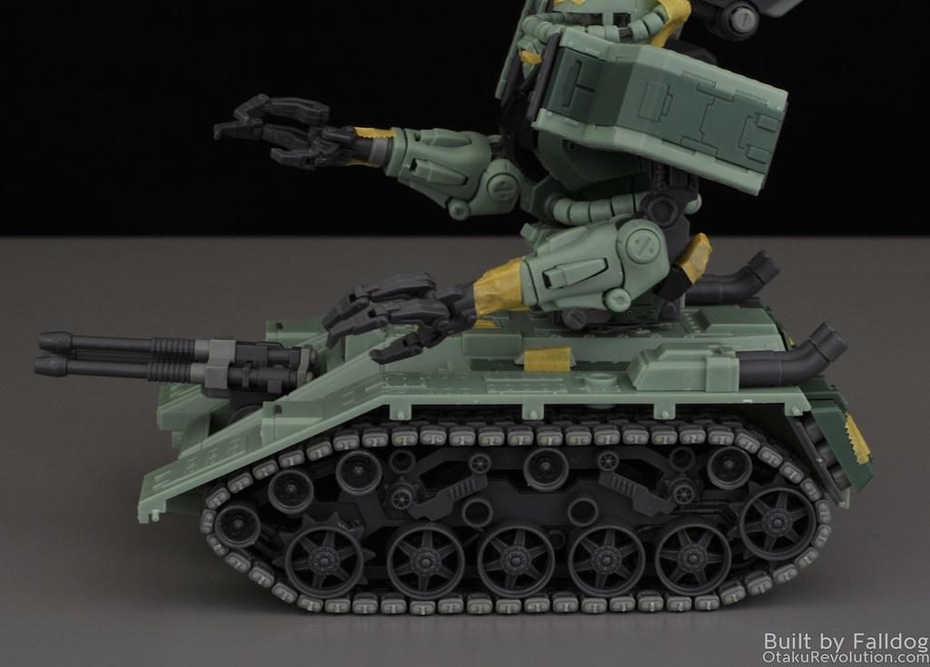 Motor King - 1-100 Zaku Tank Review 1
