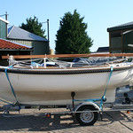 The Zijlsloep fits on most low trailers, due to the shallow hull shape.