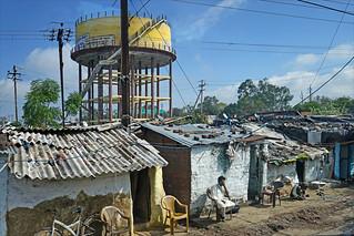 Le quartier autour de l'ex-usine Union Carbide à Bhopal (Inde) | by dalbera