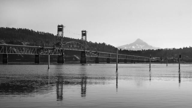 Hood River Bridge , Mar 07, 2015 by Mick Orlosky / Redfishingboat
