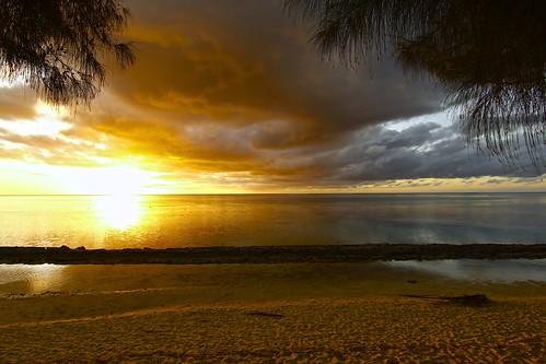 ocean travel trees light sunset sky cloud sun beach nature landscape sand paradise view coconut lagoon tahiti moorea frenchpolynesia windwardislands clicheforu ilessurlevent asunsetalongthereef
