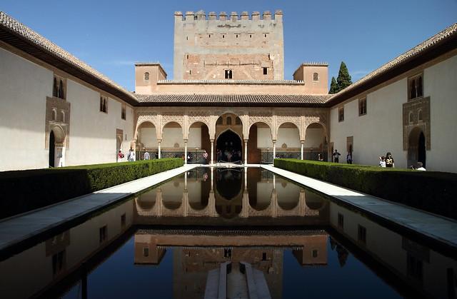 Alhambra de Granada. Patio de Arrayanes y torre de Comares