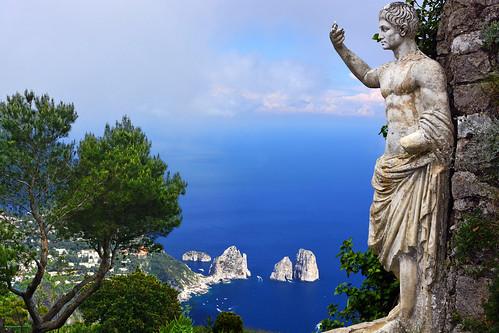 ocean italien sea italy beautiful statue capri nikon italia napoli naples statua italie augustus auguste oceano augusto anacapri faraglioni tyrrhenian montesolaro