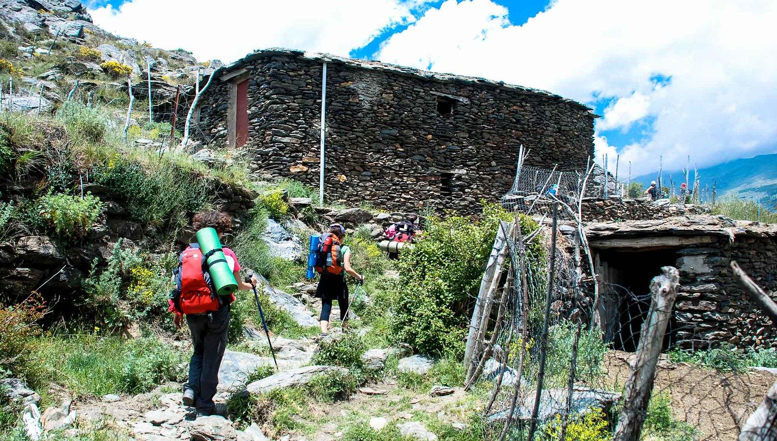 Cortijo de Piedra Redonda, muy próximo al desvío a izquierda que comienza a subir