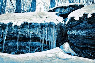An Icy Ledge, 2017.01.01