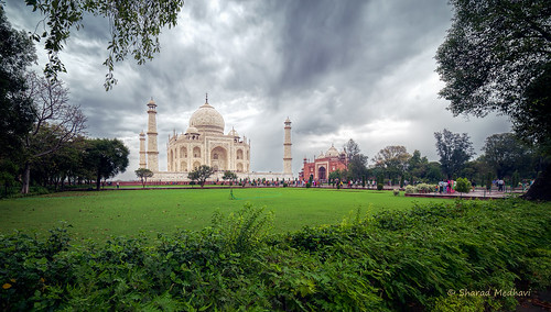 Taj Mahal: A new perspective (picture #2),  on a cloudy morning | by Sharad Medhavi