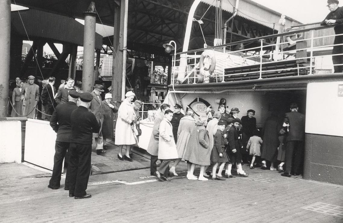 Boarding the Humber ferry at Hull 28 May 1961 (archive ref CD-103) (8)