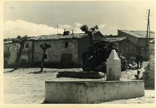 Toril. Fuente de la plaza. COLECCIÓN JAVIER DALDA. Año 1965.