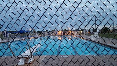 bartlesville swimmingpool chainlink soonerpark galaxys6 sunset perspective pointofinterest pointofview