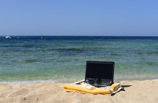 Arbeiten im Urlaub mit dem Laptop am Strand- Work during vacation - Laptop Beach | by laurahoffmann51