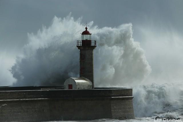 Le phare et la vague (Porto)