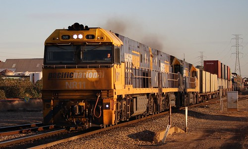 6mp5 pacific national pacnat dry creek doo sunset double stacked intermodal railpage nr11 nr64 nr29 golden hour
