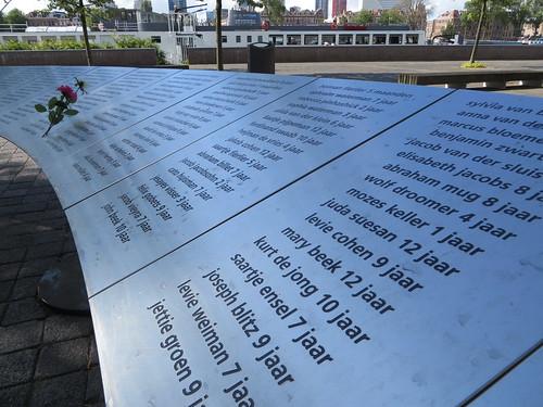 Aan de Stieltjesstraat, bij de muur van Loods 24 , staat een monument voor 686 Rotterdamse joodse kinderen van 0 tot 12 jaar, die in 1942 en 1943 vanuit deze loods naar Westerbork en van daaruit op transport naar Auschwitz en Sobibor gingen.