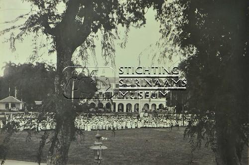 Manifestatie op het Gouvernementsplein | by Stichting Surinaams Museum