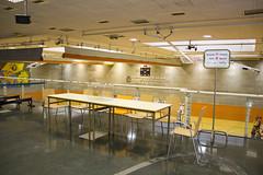 En la imagen se puede ver una de las mesas del Colegio electoral ubicado en el Polideportivo municipal