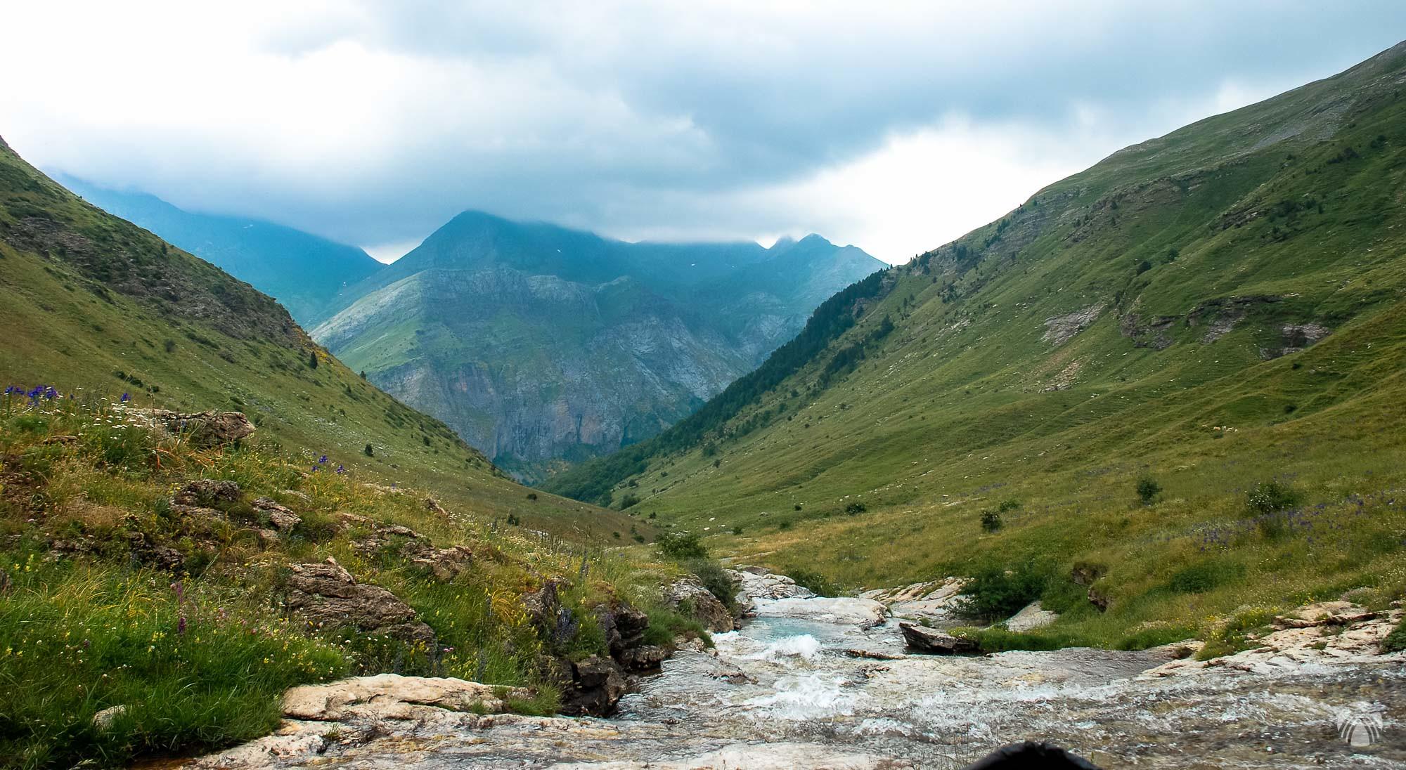 Valle de Ordiso. Sierra de Sandaruelo enfrente