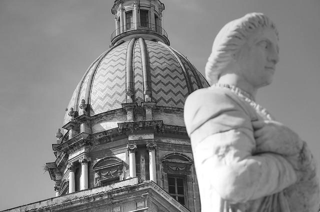 statua con prospettiva cupola