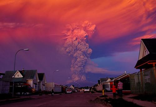 volcano calbuco . chile ,,en erupcion hoy