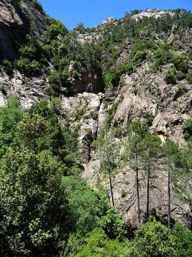 Départ du ravin supérieur du Velacu avec la cascade de 30m