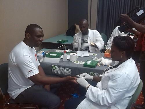 Paluthon Cameroun_Stand Diagnostic_GE_22 04 2015   by Santé En Entreprise