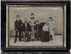 FamilleBommeneVictor BOMMENEL fils – Victor BOMMENEL père – Clara BOMMENEL – Denise BOMMENEL - Anaïs BOMMENEL ( née ARNAUD, de Saint-Ferreol)– Marie-Rose BOMMENEL (le bébé) – Berthe BOMMENEL