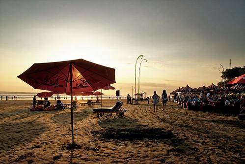 atmosphere bali seminyak sunset afternoon warm view location place sun sea beach umbrella sunbed shadow wide wideangle nikon d5300