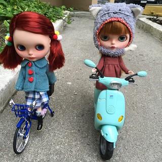 Fox 🐺 e Pompom #blythe #bike #fox #doll #boneca #takara #bicicleta #emcasa 🚴 #pompom #vespa