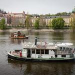 Jokilaivoja ja Prahan linna