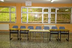En la imagen se puede ver una de las mesas electorales en el Colegio Ongarai Eskola