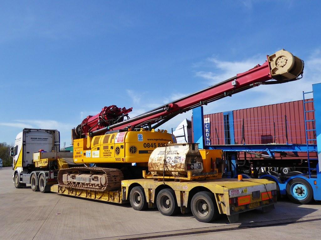 Roger Bullivant - RB 5022 driven piling rig, Nooteboom 3-A