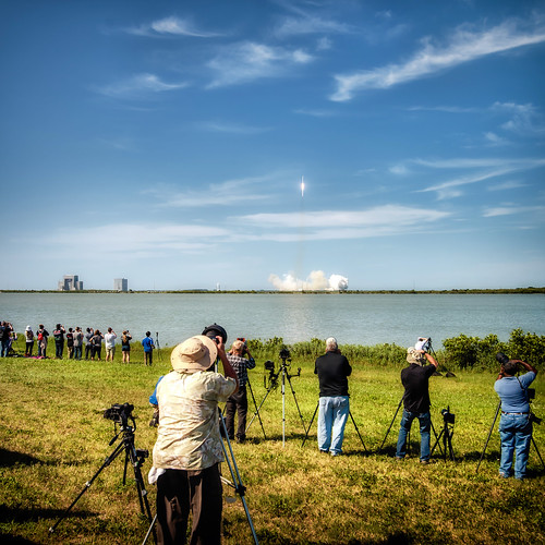 people day dragon florida space watching photographers social nasa cameras cape rocket fl ksc launch viewing canaveral spacex spacecoast falcon9