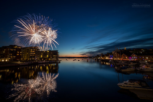 17mai 2015 celebration nasjonaldag nationaldayofnorway norwegianconstitutionday tønsberg vestfold norway fireworks fyrverkeri party longexposure nightphotography sunset bluehour harbor reflection