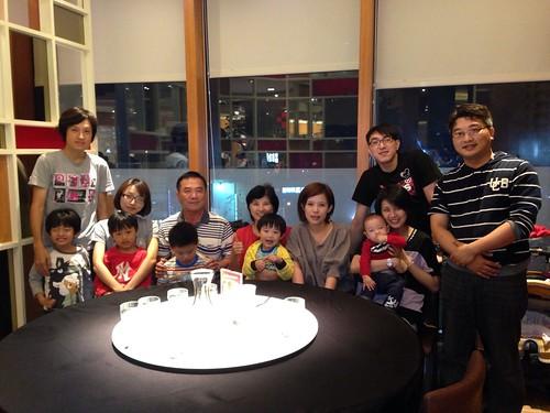 照片02-60歲生日全家福慶祝