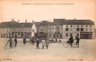 NOGENT-en-BASSIGNY (Hte Marne, - Place de I